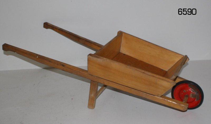 ddr kinder sandkasten schubkarre aus holz zum bepflanzen. Black Bedroom Furniture Sets. Home Design Ideas